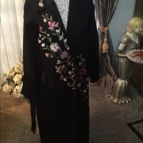 Kate Spade embroidered black coat size Large NWT